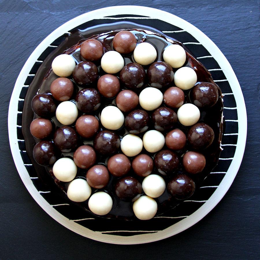doublechocolatecoconutmaltballcake-bigsquare