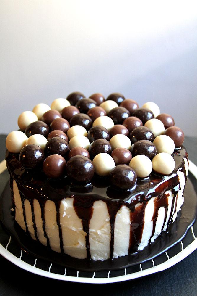 doublechocolatecoconutmaltballcake-medium2
