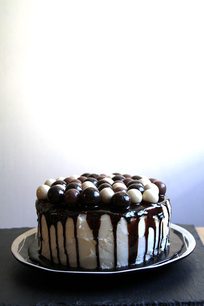doublechocolatecoconutmaltballcake-medium3